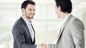 Verkaufsseminar, arowa, 2 Männer, Handschlag