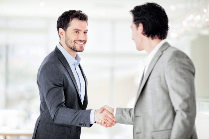 Verkaufsseminar, 2 Männer Handschlag